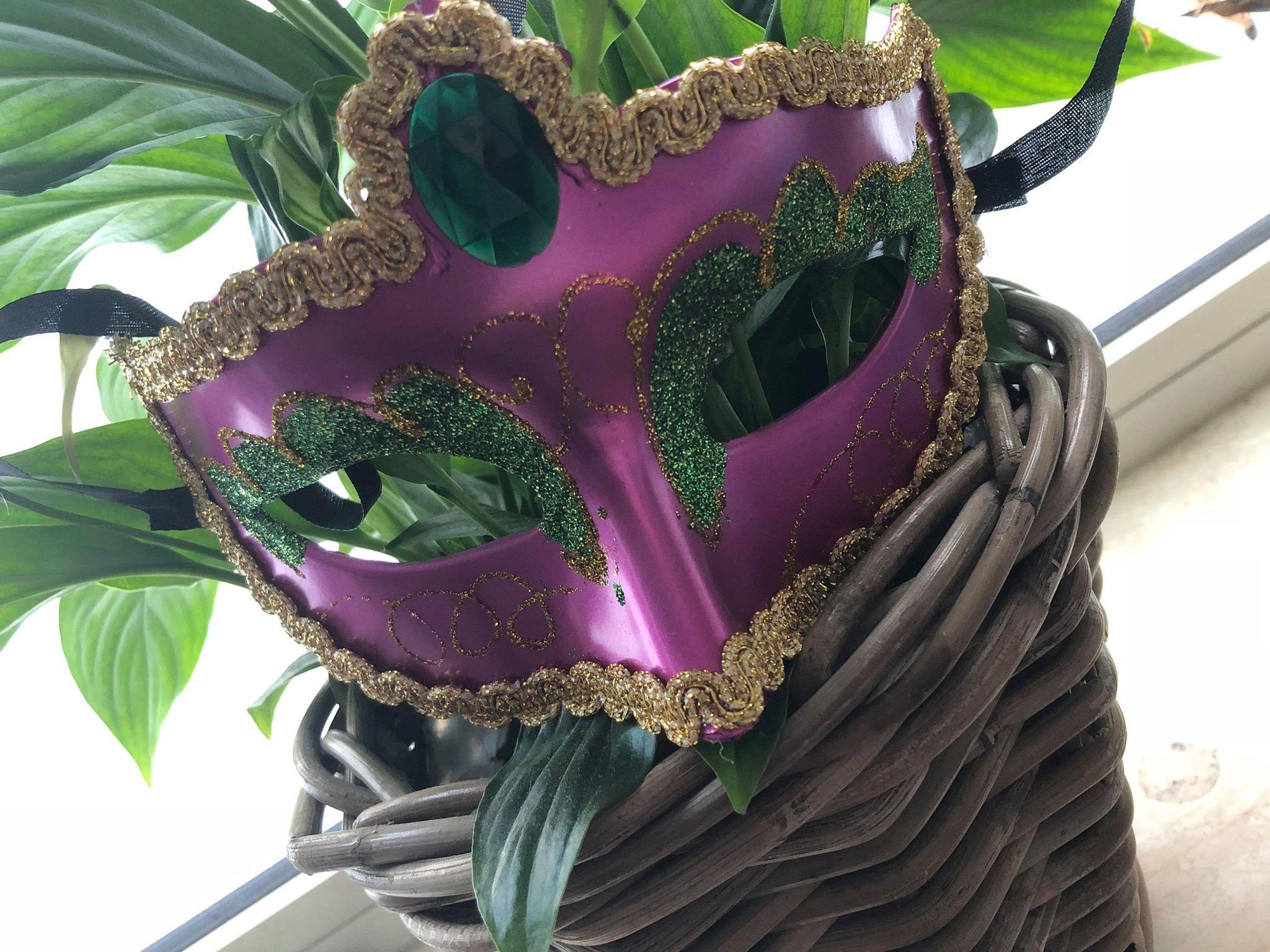 Carnavalsmasker in de plant