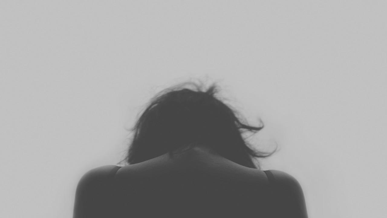verdriet teneergeslagen persoon om te ploffen