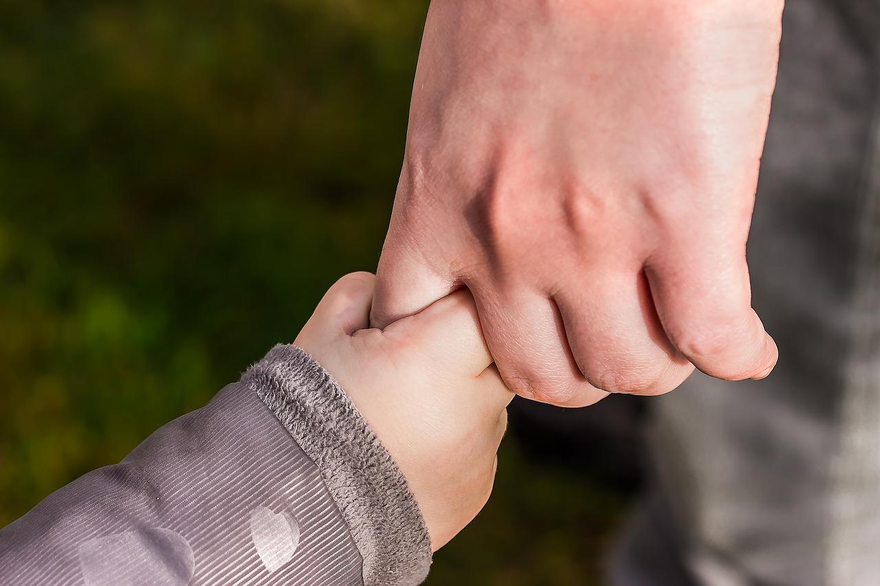 twee handen, loslaten