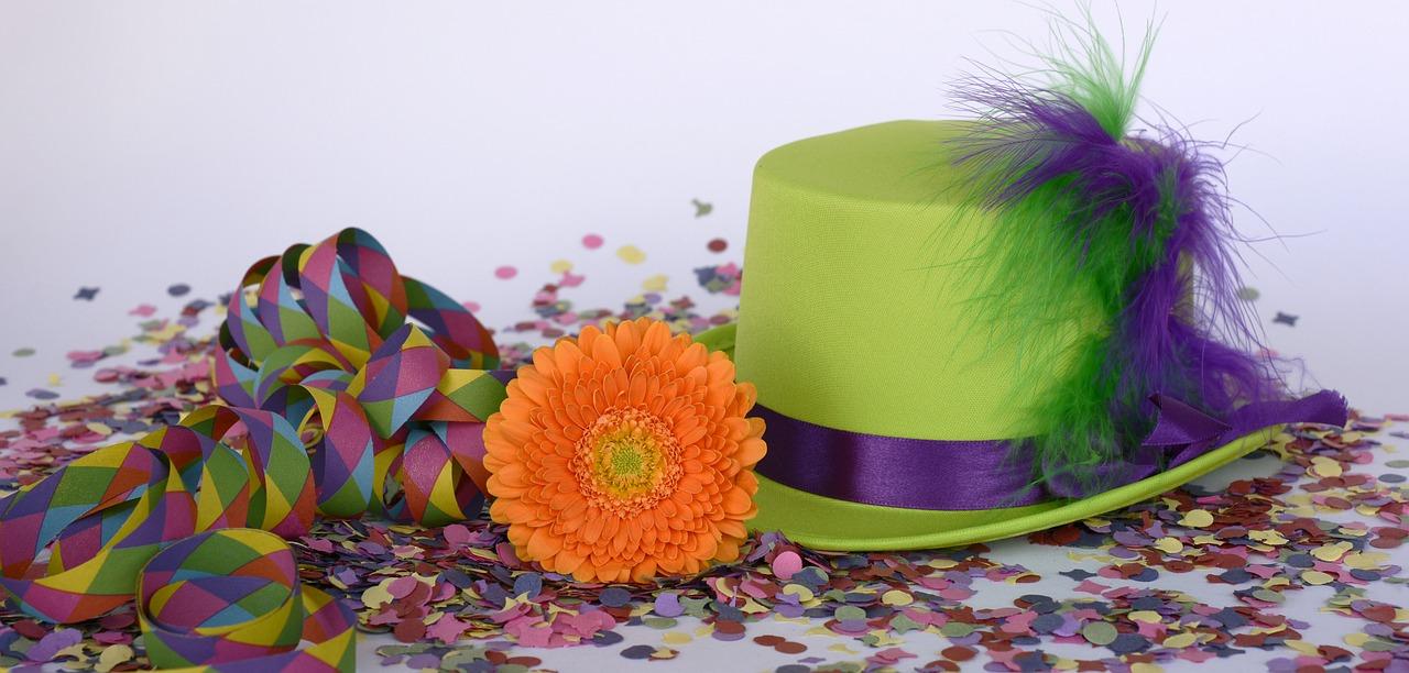 carnavals hoed met serpetine