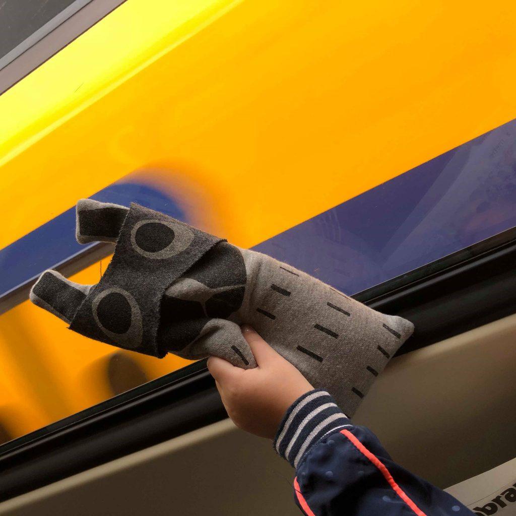 Knuffel in de trein, crunchy animmal