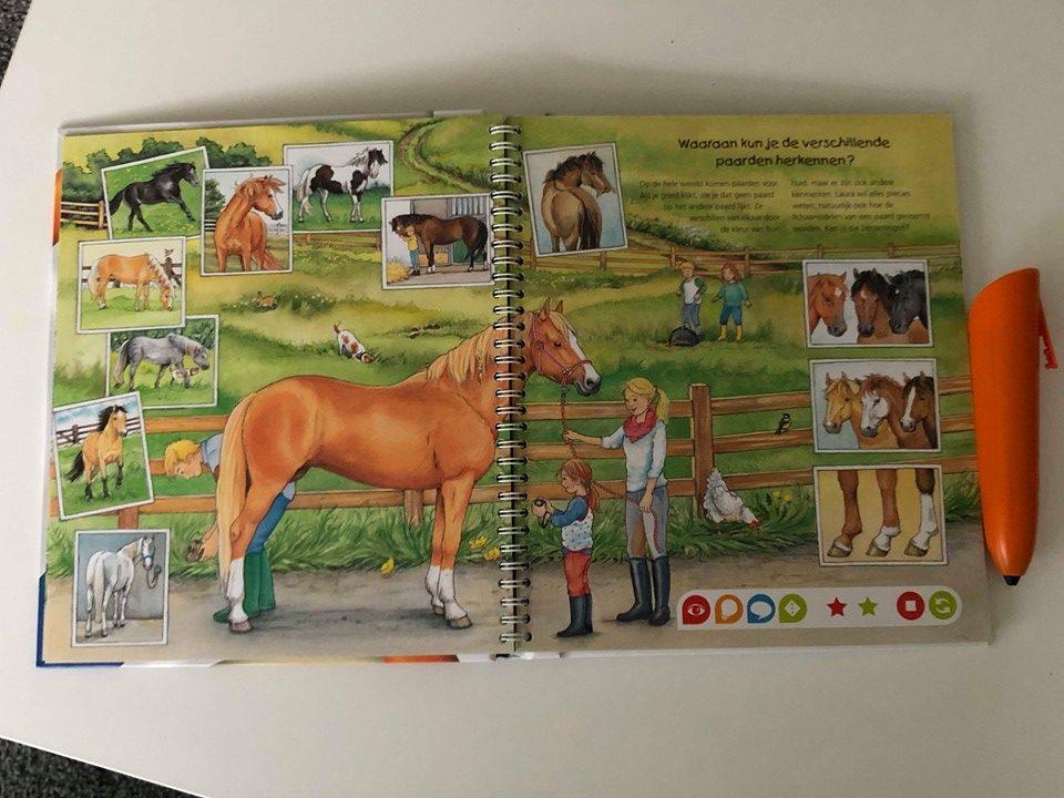 pagina uit het boek de wereld van paarden en pony's